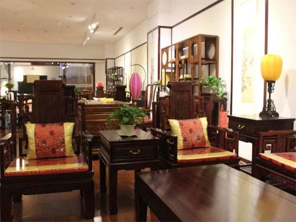 如何给中式红木家具搭配地板?